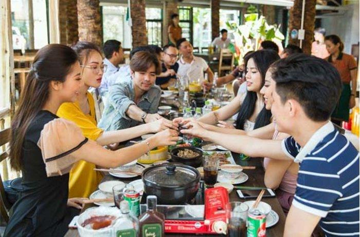 Địa điểm ăn trưa Hà Nội đãi khách ngon, đẹp ở đâu?
