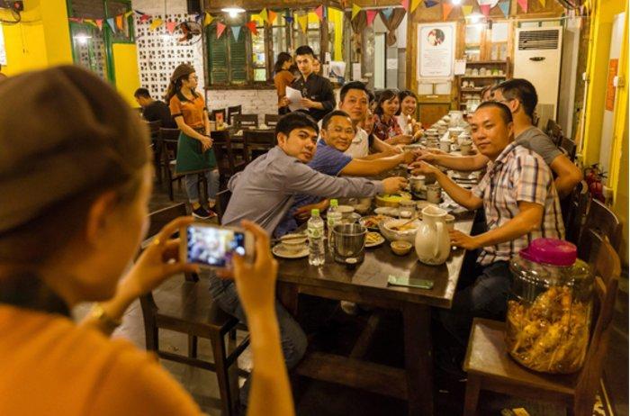 Khám phá địa điểm ăn tối ngon ở Hà Nội khiến nhiều người không thể bỏ qua