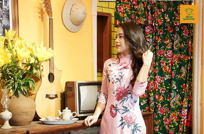 Nữ MC VOV duyên dáng thướt tha tại Bò Tơ Quán Mộc